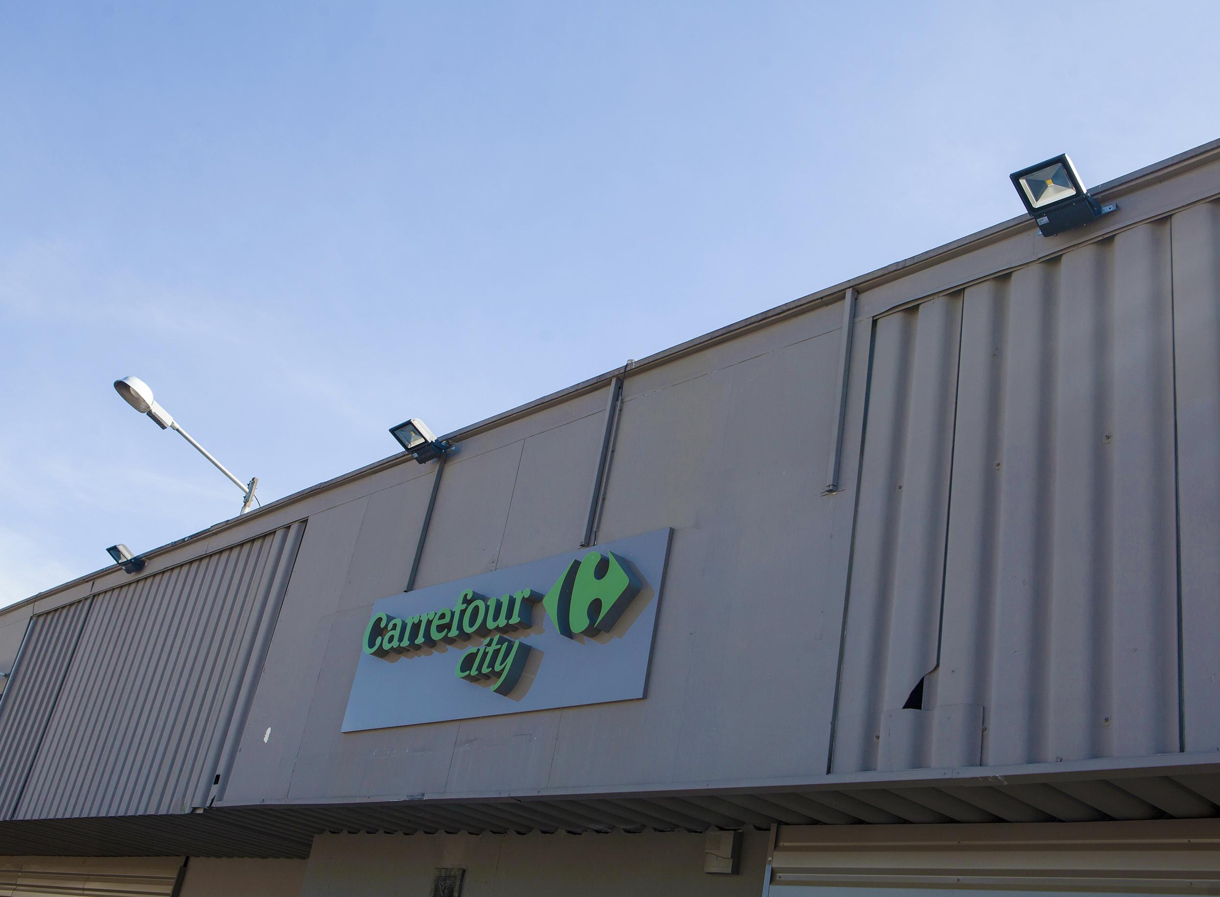 Éclairage extérieur de l'enseigne Carrefour City