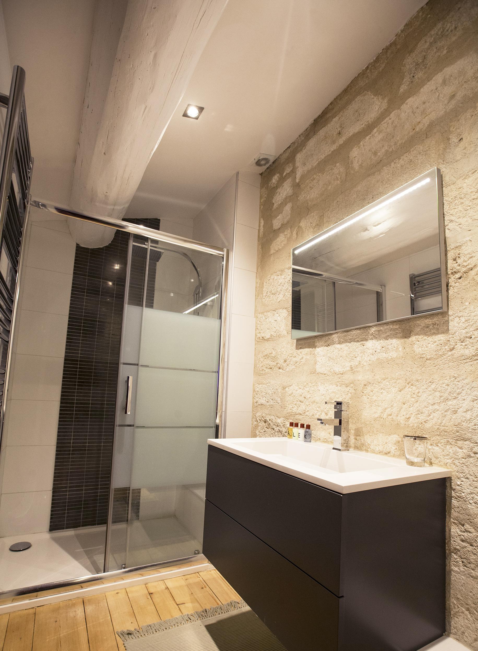 Éclairage minimaliste Salle de bain