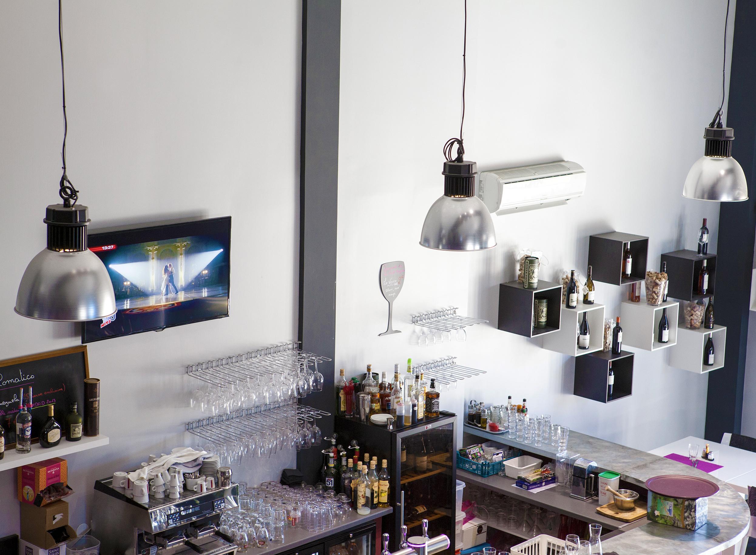 Éclairage type industriel pour bar