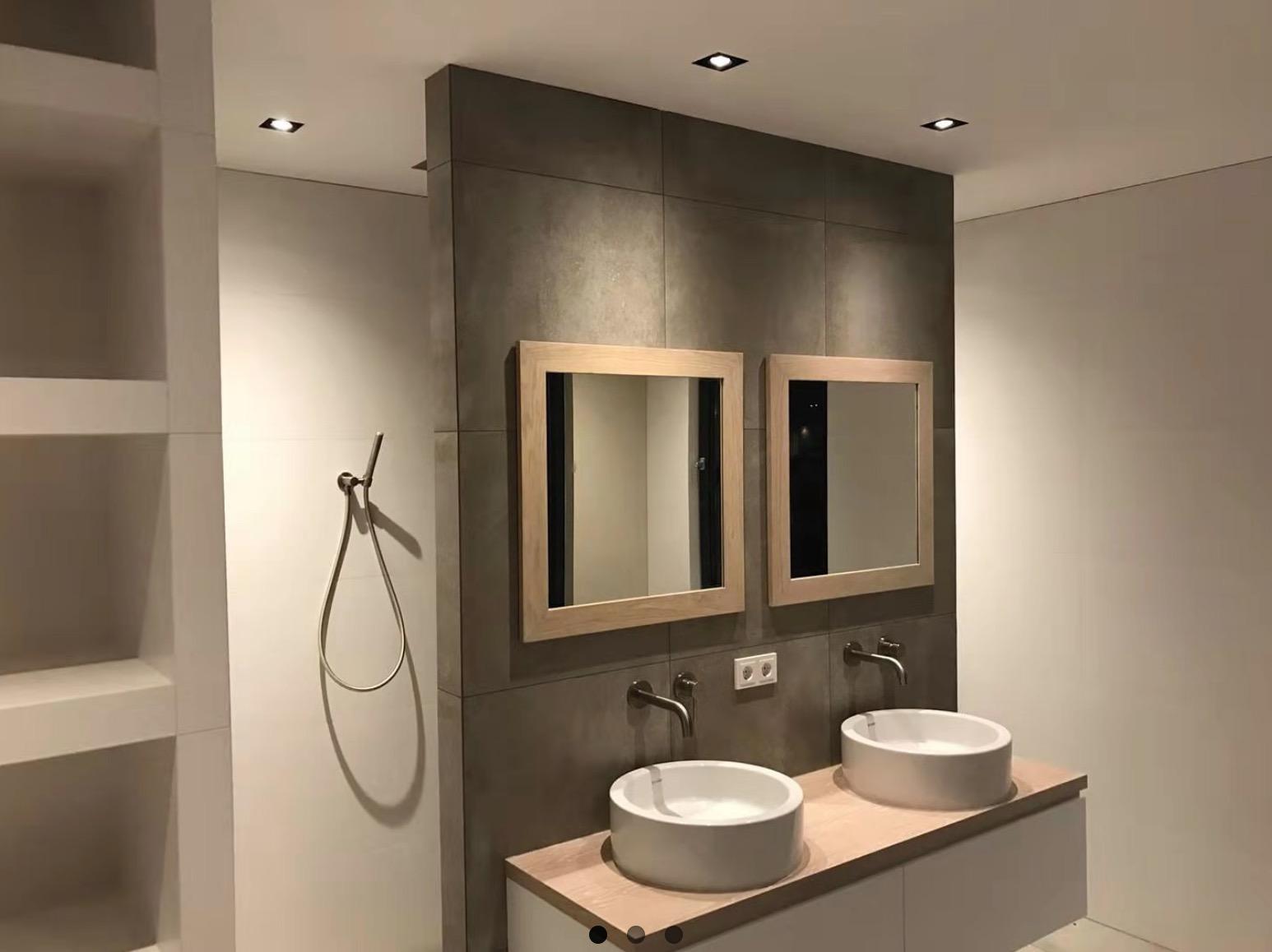 Mise en valeur salle de bain avec spots et collerettes